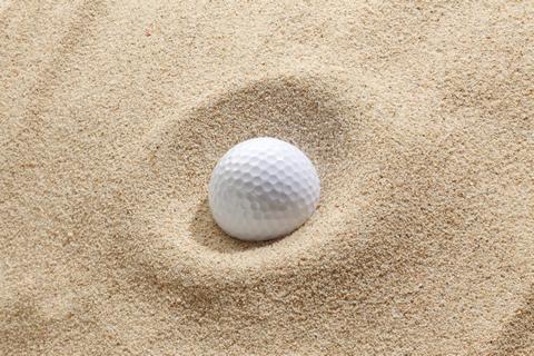 砂場とゴルフボール