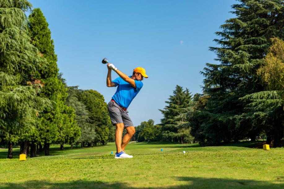 ゴルフスイングによる肉離れの原因